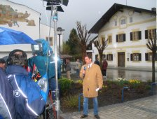 Bayerische Rundfunk report live from Marktl.