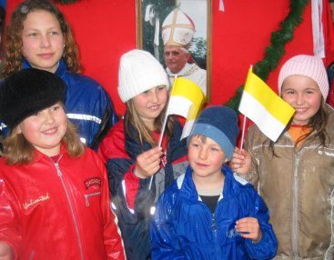 Children of Marktl with Vatican flags.